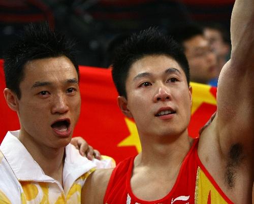 得知已获男团冠军时,李小鹏杨威激动地落了泪