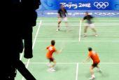 图文:羽球混双首轮比赛 日本组合在比赛中