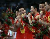 图文:体操男团决赛中国夺金 冠军来之不易