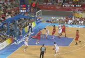 组图:男篮中国vs西班牙 卡尔德隆被撞倒地