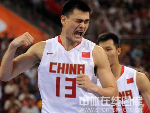 图文:小组赛中国男篮vs西班牙 姚明怒吼