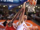 图文:小组赛中国男篮vs西班牙 精彩投篮
