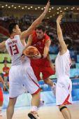 图文:[男篮]中国VS西班牙 费尔南德斯上篮