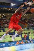 图文:[男篮]中国VS西班牙 费尔南德斯扣篮