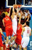 图文:[男篮]中国75-85西班牙 扣篮得分