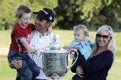 图文:PGA锦标赛哈林顿夺冠 哈灵顿全家庆胜利