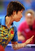 图文:女乒团体赛中国轻取克罗地亚 张怡宁发球