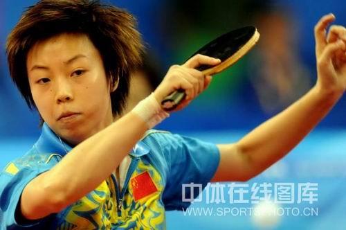 图文:女乒团体赛中国轻取克罗地亚 张怡宁拼杀