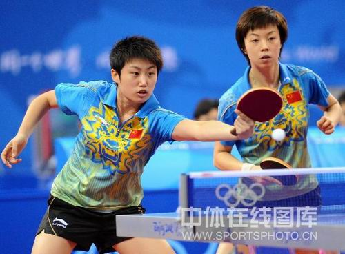 图文:女乒团体赛中国轻取克罗地亚 张怡宁郭跃
