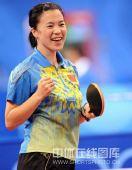 图文:女乒团体赛中国轻取克罗地亚 握拳微笑
