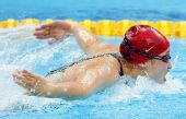 图文:女子200米蝶泳半决赛 刘子歌在比赛中