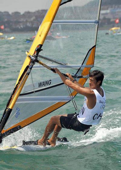 图文:男子帆板中国王爱忱发挥出色 在比赛中