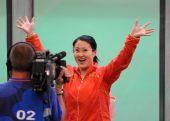 图文:女子25米手枪 庆祝胜利