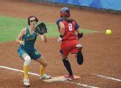 图文:预赛美国胜澳大利亚 门多萨成功跑上一垒
