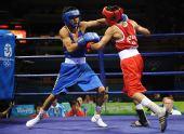 图文:男子48公斤级1/16比赛 邹市明占据上风