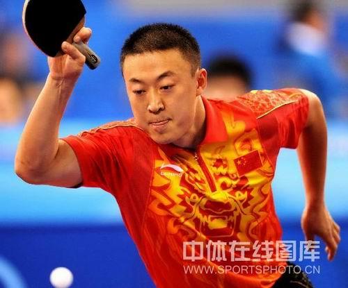 图文:乒乓球男团预赛中国对阵希腊 马琳接球
