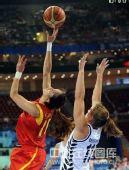 图文:女篮小组赛 中国迎战新西兰 争抢