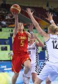 图文:[女篮]中国80-63新西兰 卞兰上篮