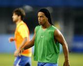 图文:男足小组赛中国0比1落后巴西 小罗出场