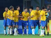 图文:[奥运会]中国国奥VS巴西 迭戈庆祝进球