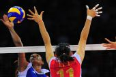 图文:中国女排VS古巴 大张双手