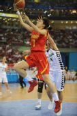 图文:[女篮]中国80-63新西兰 张伟在投篮