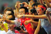 图文:中国女排2-3古巴 观众不离不弃
