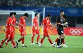 图文:中国国奥不敌巴西 中国输球后沮丧告别