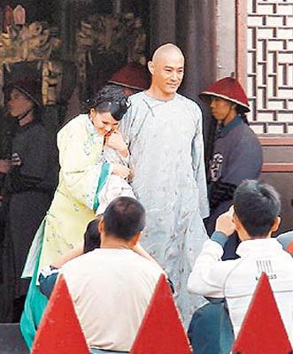 伊能静(左)曾跟同门师弟黄维德传绯闻,2个当事人都斥绯闻是无稽