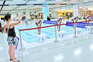 香港地铁站的游泳池  来源:广州日报