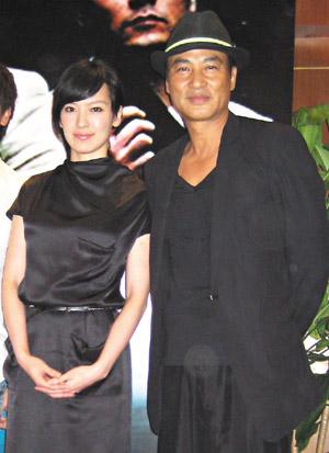 """林熙蕾(左)和任达华为""""文雀""""上映展开宣传。"""