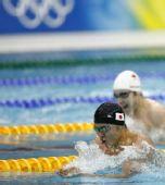 图文:男子200米蛙泳决赛 北岛康介遥遥领先