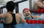 图文:200米蝶刘子歌破纪录夺金 美丽的笑容