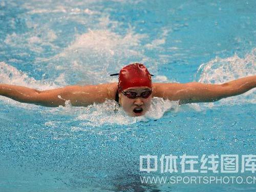 图文:女子200米蝶泳刘子歌摘金 劈波斩浪