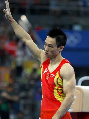 图文:体操男子全能决赛中国冲金 杨威表情严肃