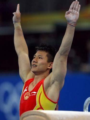 图文:体操男子全能决赛中国冲金 陈一冰下马