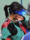 图文:女子50米三姿杜丽夺冠 喜极而泣
