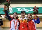 图文:女子50米三姿杜丽夺冠 前三名合影