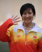 图文:女子50米三姿杜丽夺冠 感谢观众