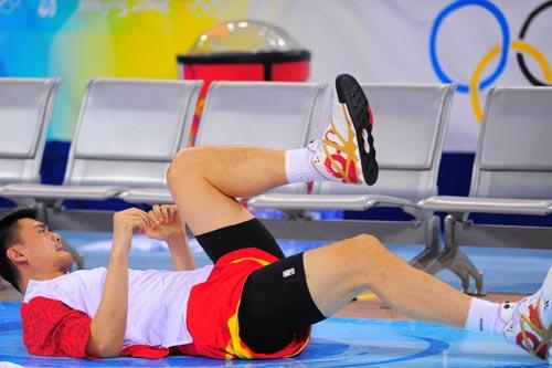 图文:[奥运会]中国男篮VS安哥拉 姚明赛前热身