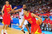 图文:[奥运会]中国男篮VS安哥拉 李楠底线突破
