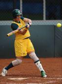 图文:女垒中国1-3澳大利亚 蒂特卡姆强势击球