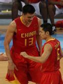图文:男篮小组赛中国迎战安哥拉 小巨人姚明