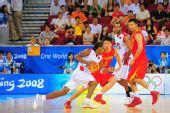 图文:[奥运会]中国男篮VS安哥拉 孙悦移动迅速