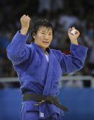 图文:杨秀丽女子78公斤级折桂 庆祝胜利