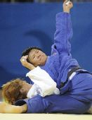 图文:杨秀丽女子78公斤级折桂 力压对手