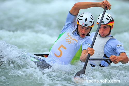 图文:男子双人划艇激流回旋预赛 德国选手组合