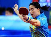 图文:[女团]中国队全胜晋级四强 反手拉球