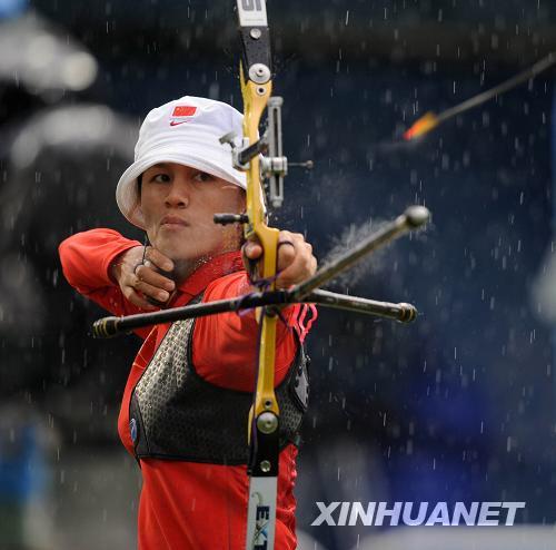 张娟娟在比赛中。 新华社记者 格桑达瓦 摄