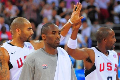 图文:[男篮]美国VS希腊 庆祝胜利